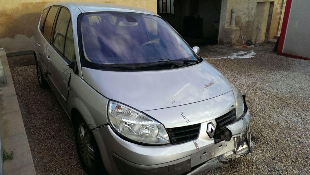 Renault Grand Scenic accidentado del año 2005