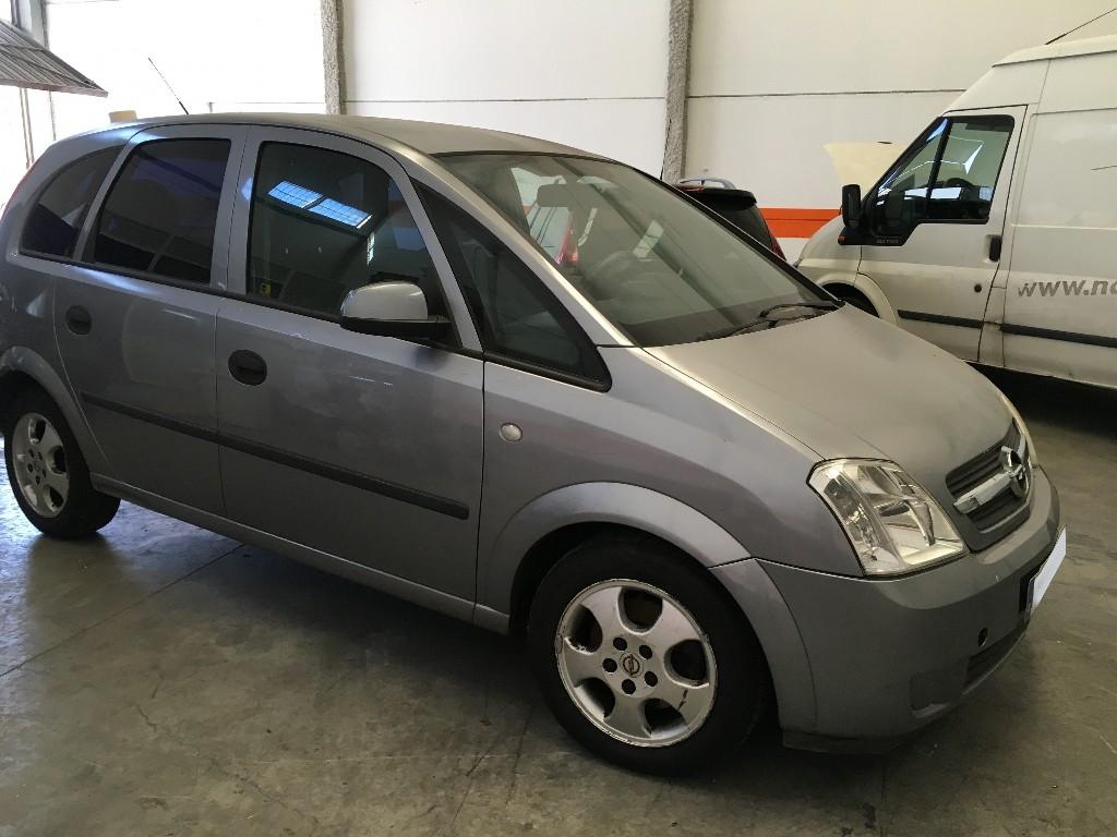 Opel Meriva averiado